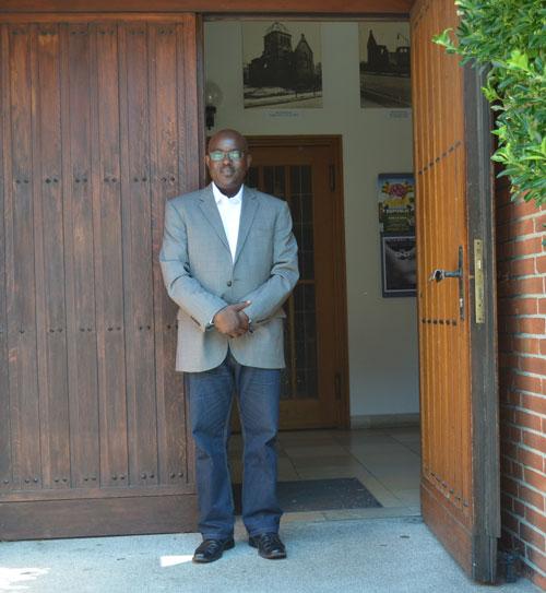 Pastor Peter Mansaray - Interkulturelle Seelsorge Hamburg